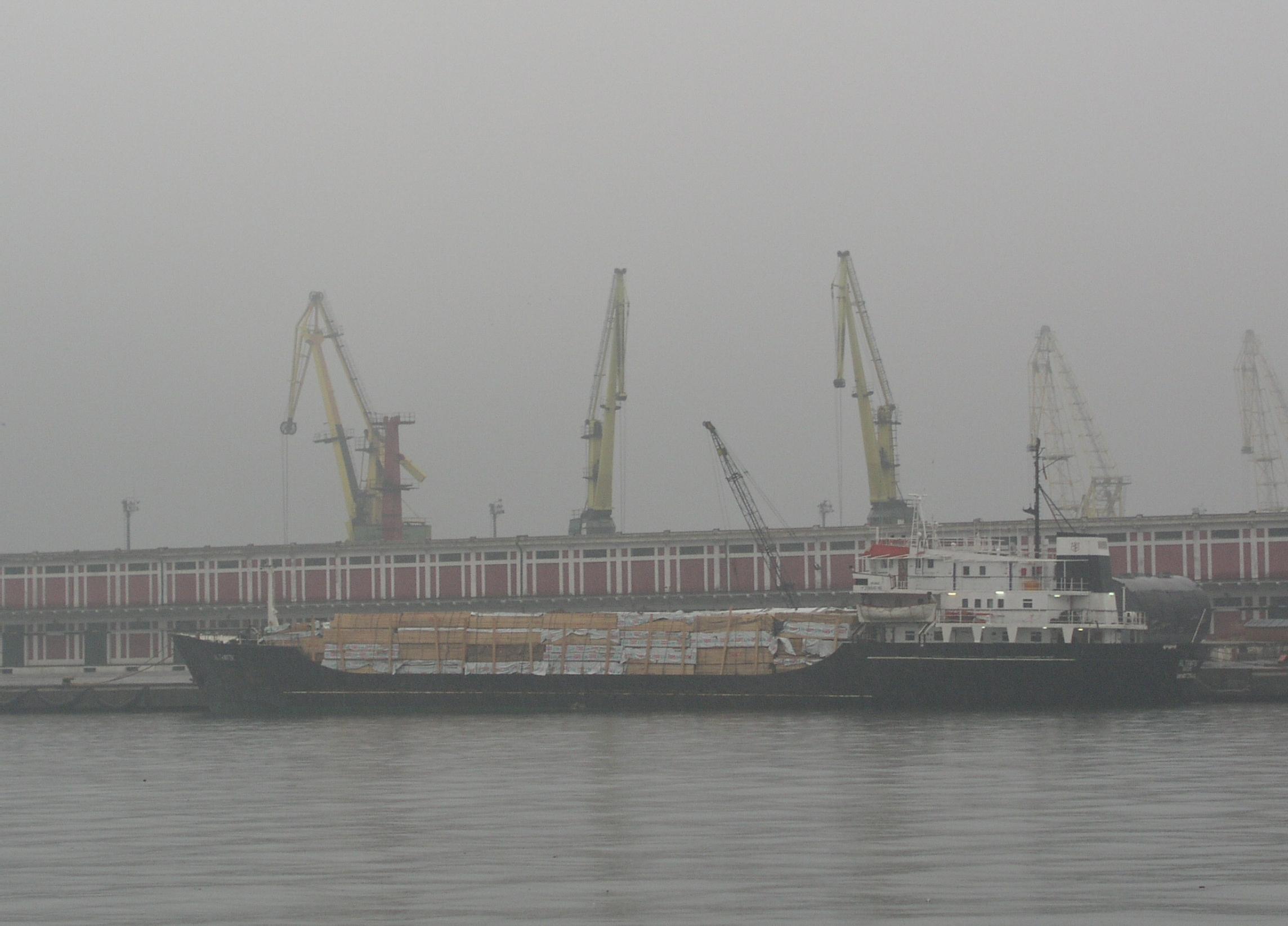 Portul Midia din judeţul Constanţa a fost închis din cauza vântului puternic