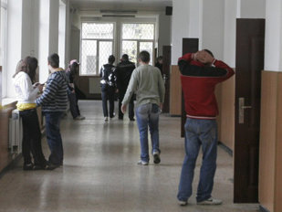 Scene de groază la o şcoală din România. Un elev de clasa a doua a murit la ora de sport