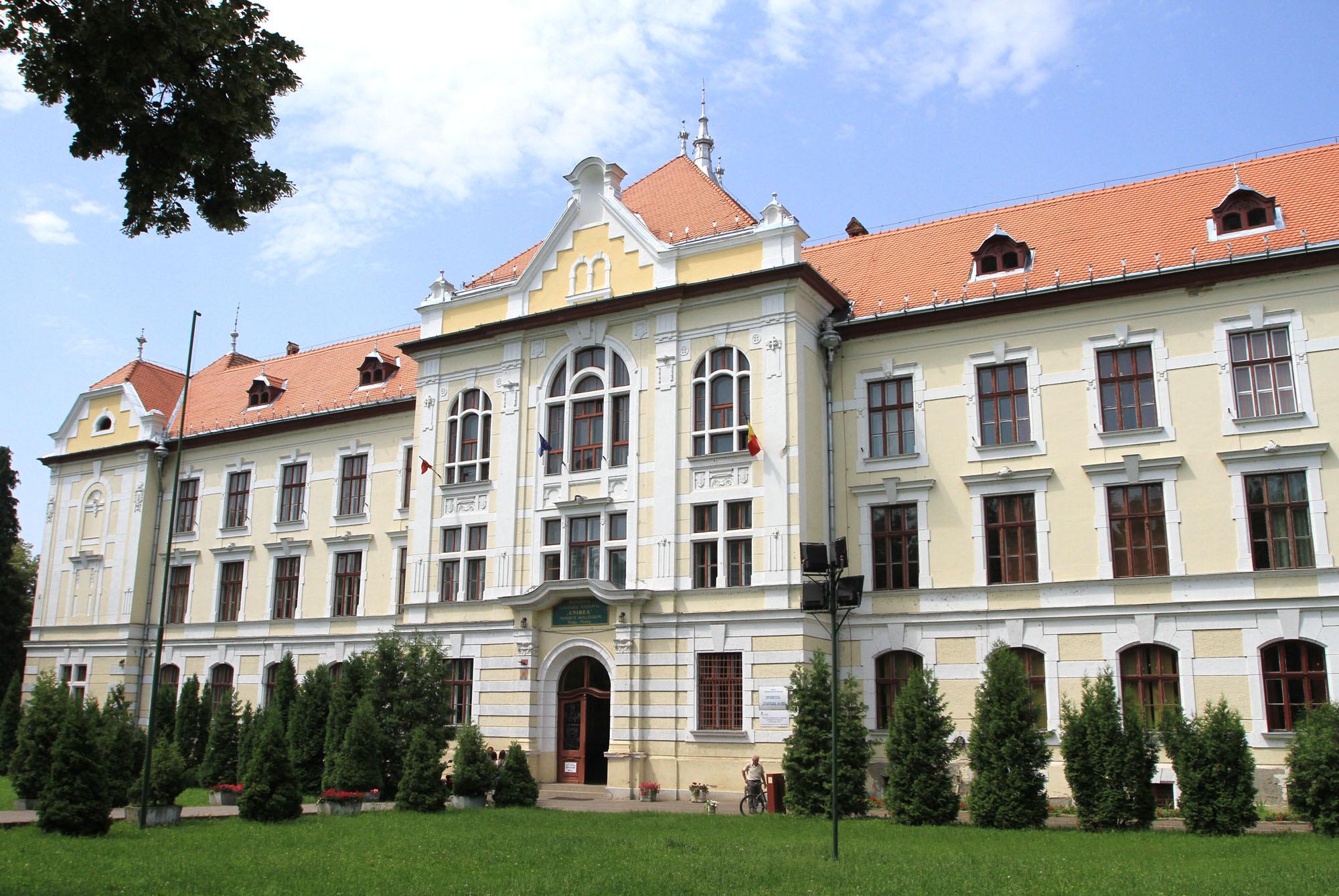 Inspectorul care a dispus înfiinţarea Liceului Teologic Romano - Catolic din Târgu Mureş, trimis în judecată