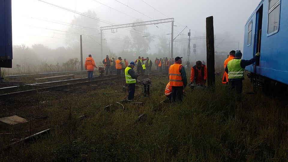 FOTO | Un tren InterRegio pe ruta Iaşi - Timişoara a deraiat în judeţul Cluj. Garnitura a sărit de pe şine/ CFR: Traficul feroviar se desfăşoară normal