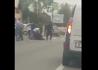 Imaginea articolului VIDEO | Bătaie cu bâte între două clanuri de romi în plină stradă: Patru persoane au ajuns la spital şi mai multe maşini au fost avariate
