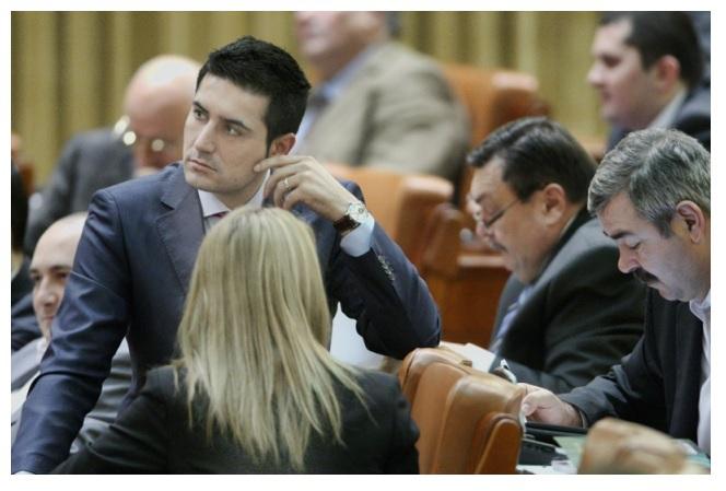 Claudiu Manda: Dragomir ne-a arătat mailuri despre sprijinul SRI pentru un fost preşedinte al Camerei/ UPDATE: A dat detalii despre intervenţiile unui şef din SRI ca să fie arestaţi oameni de afaceri