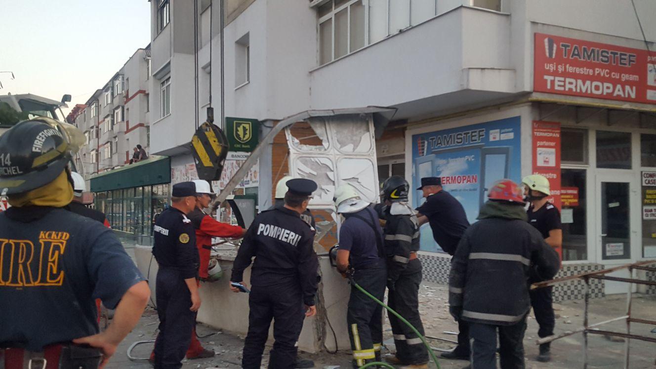 EXPLOZIA din Botoşani: Blocul prezintă un risc ridicat de prăbuşire. Locatarii nu se mai pot întoarce în apartamente