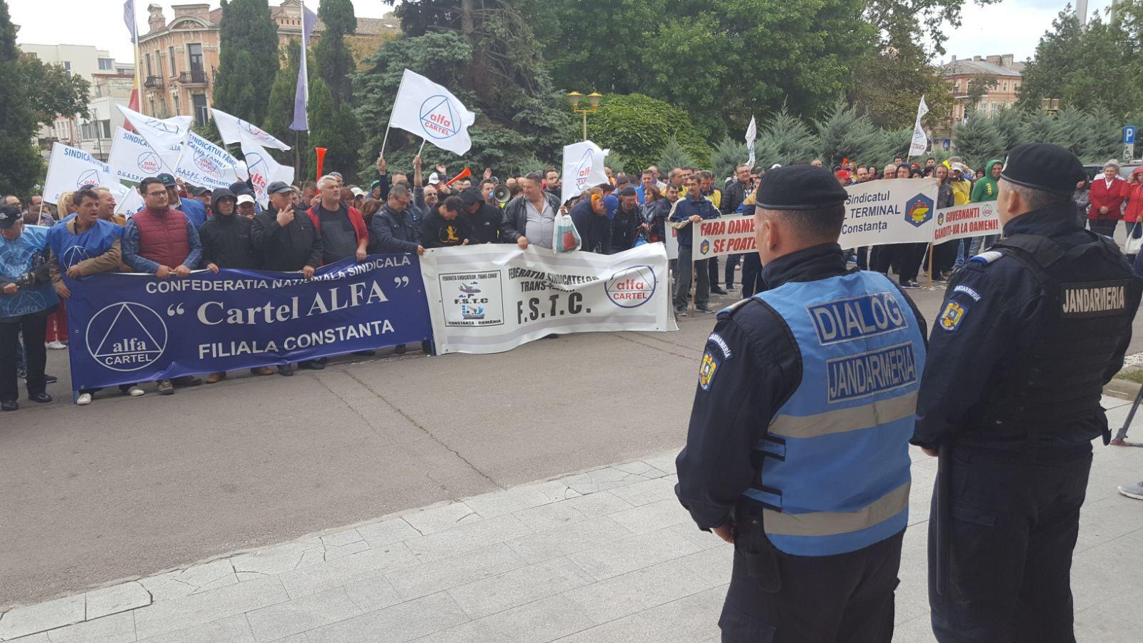 FOTO | PROTEST faţă de transferul taxelor de la angajator la angajat