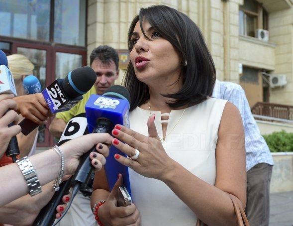 Inspecţia Judiciară s-a sesizat după ce Ana Maria Pătru i-a acuzat pe procurorii DNA că i-au sunat copilul la şcoală pentru a o chema la audieri