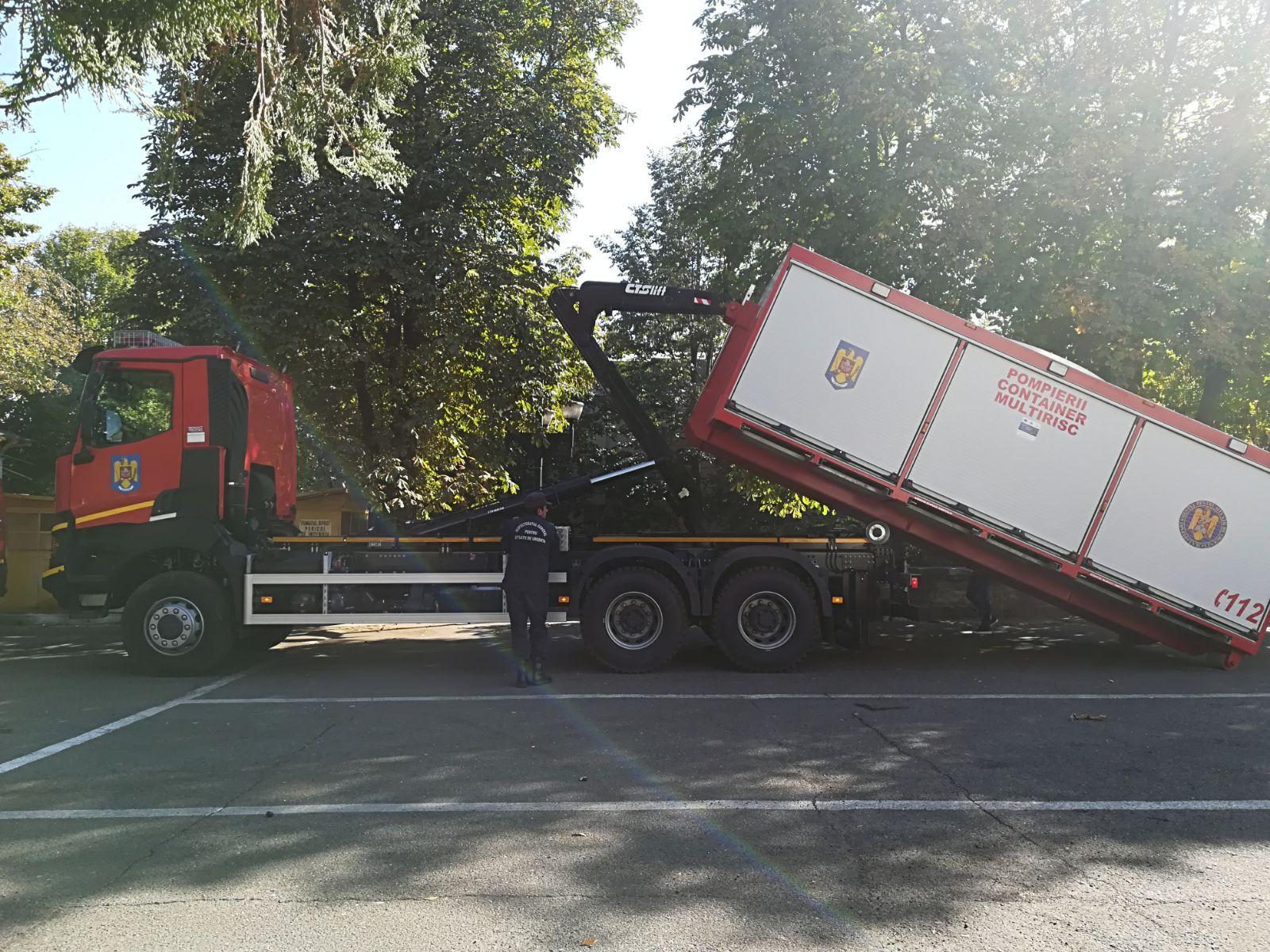 FOTO | Ce aparate conţine singurul Container Multirisc din Iaşi, pentru intervenţii la dezastre în zona Moldovei