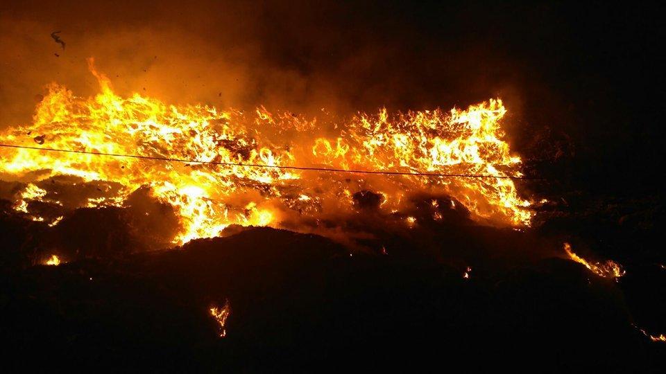 INCENDIU de amploare la rampa de gunoi a municipiului Cluj-Napoca de la Pata Rât/ Focul nu a fost stins după 11 ore de intervenţie | FOTO, VIDEO