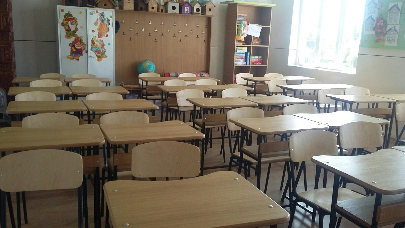 Mii de elevii din Suceava îngheaţă de frig în sălile de clasă. Autorităţile dau vina pe asociaţiile de proprietari