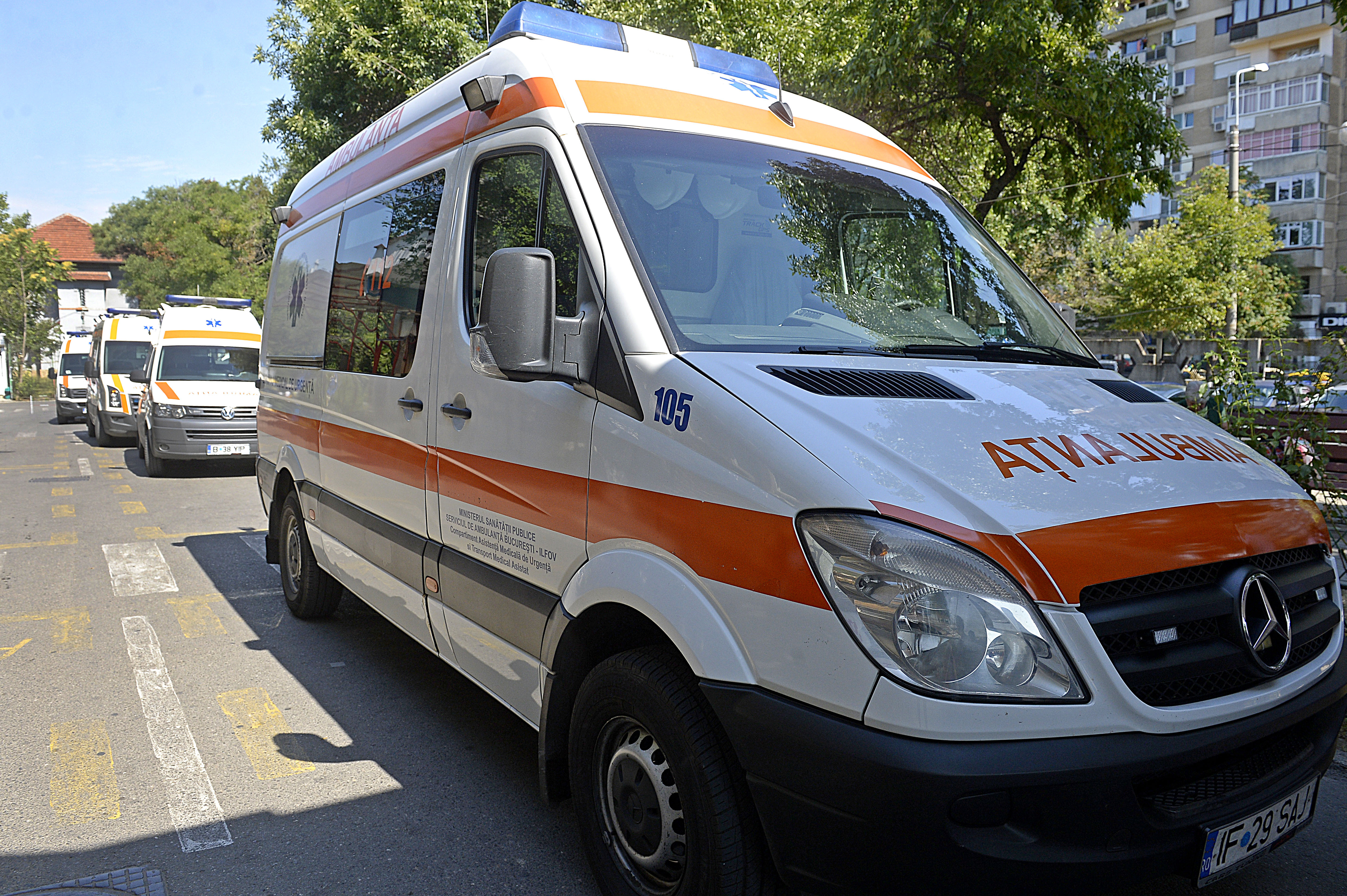Salvările poartă astăzi afişe de protest. Reprezentanţii serviciilor de Ambulanţă poartă discuţii la Guvern cu Ciolacu şi Bodog