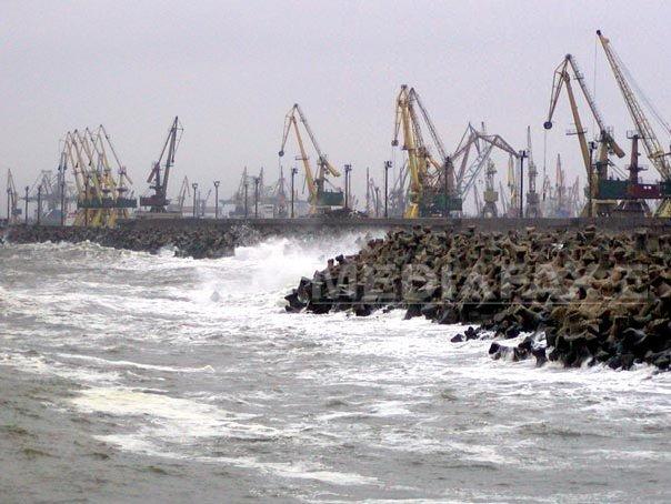 Porturi închise la Marea Neagră din cauza vântului