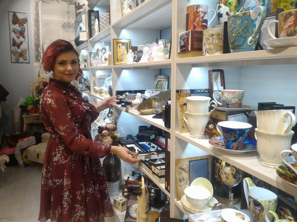 IDEI de succes. O tânără preia business-ul de decoraţiuni al părinţilor cu o cifră de afaceri de 150.000 euro