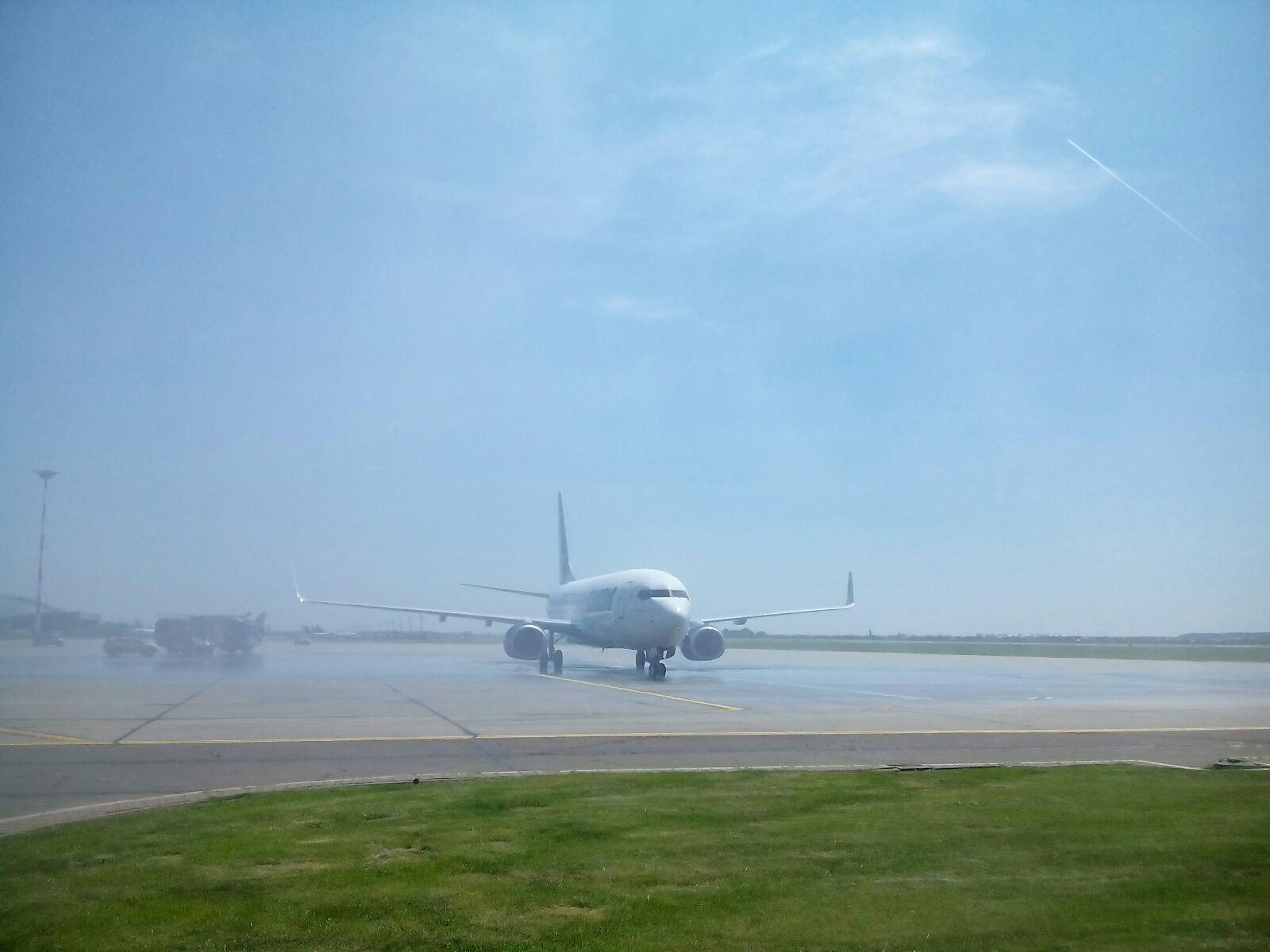 AVION cu 41 de pasageri la bord, întors pe aeroport din cauza unor defecţiuni tehnice. Alina Gorghiu, printre pasagerii aeronavei