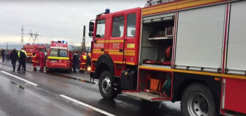 Braşov: Două persoane au murit într-un accident în care au fost implicate o maşină şi un autocar cu 34 de pasageri