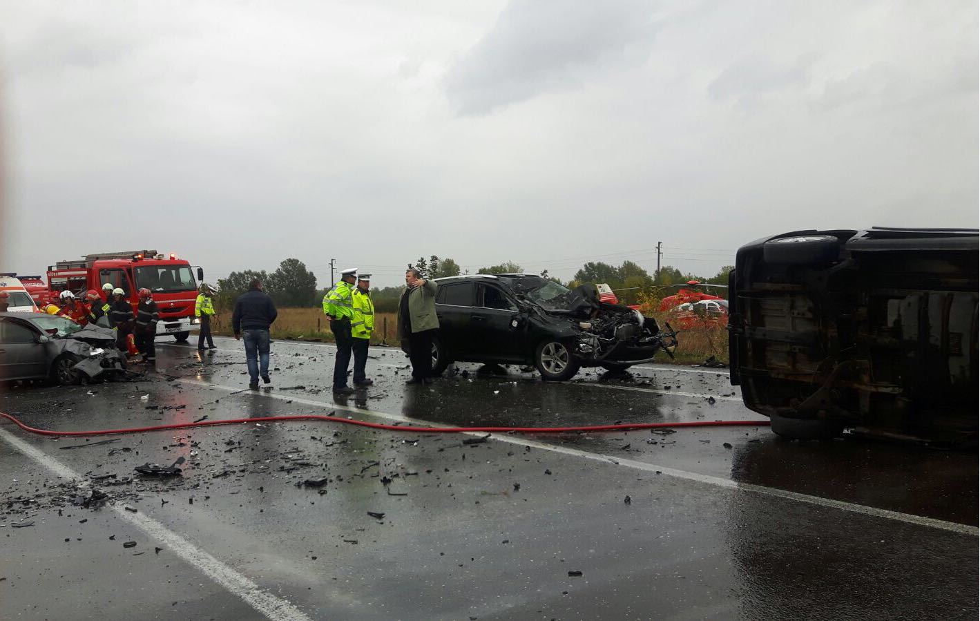 Accident GRAV lângă Urziceni: O persoană a murit, iar alte 14 au fost rănite. O victimă în stare gravă, transportată cu elicopterul la Floreasca. UPDATE: Traficul pe DN2 a revenit la normal- FOTO