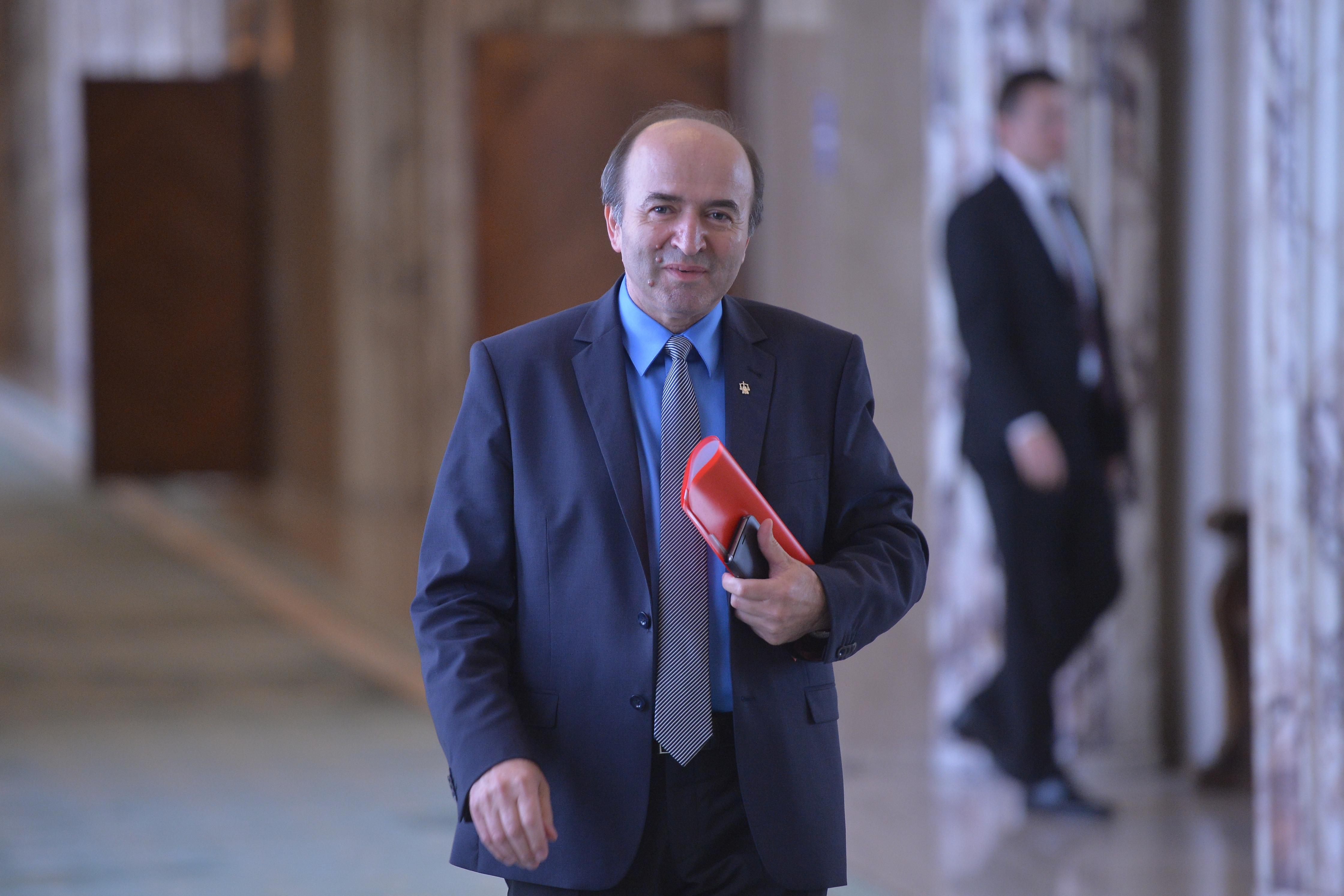 Toader, despre subiectul care ar fi declanşat criza din Guvern: Ministerul Justiţiei nu este abilitat să sesizeze CCR în cazul Belina; Problema decidenţilor