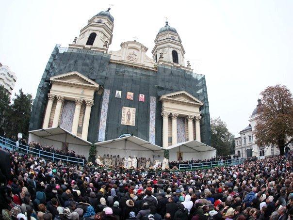 PELERINAJUL Sfintei Parascheva: Peste 5.000 de persoane au trecut pe la racla Sf. Parascheva, 14 pelerini având nevoie de îngrijiri medicale