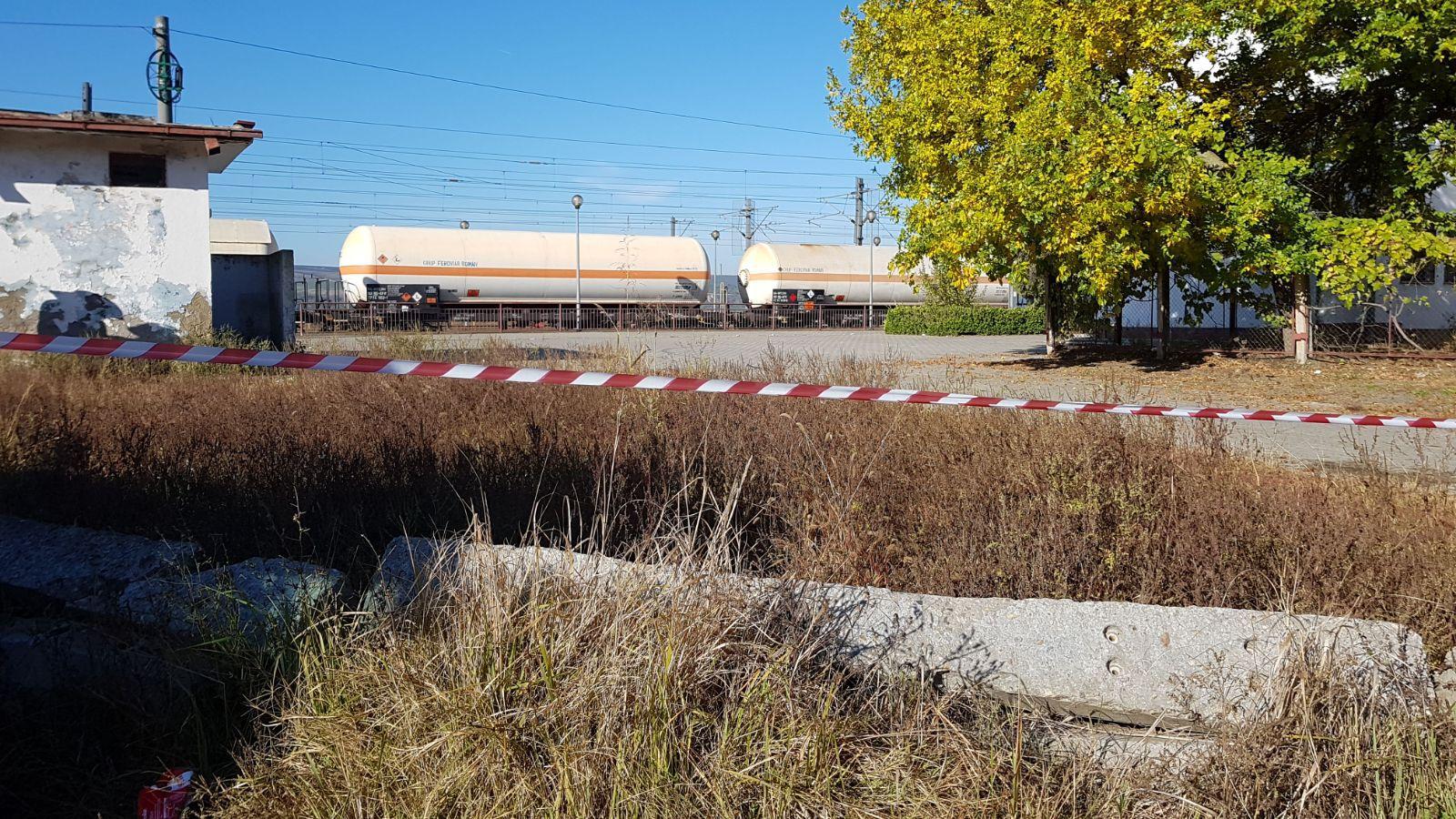 Scurgeri de gaz dintr-un tren încărcat cu GPL. Pompierii au izolat zona, patru trenuri fiind afectate | FOTO