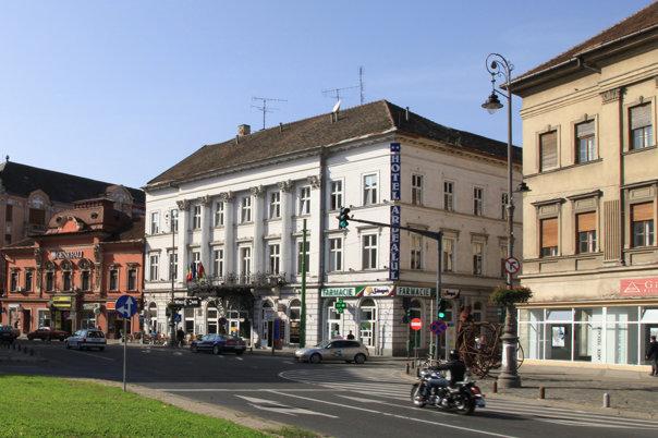 Image result for Cel mai vechi hotel din Arad, în care au concertat Franz Liszt şi Johann Strauss fiul, a fost vândut