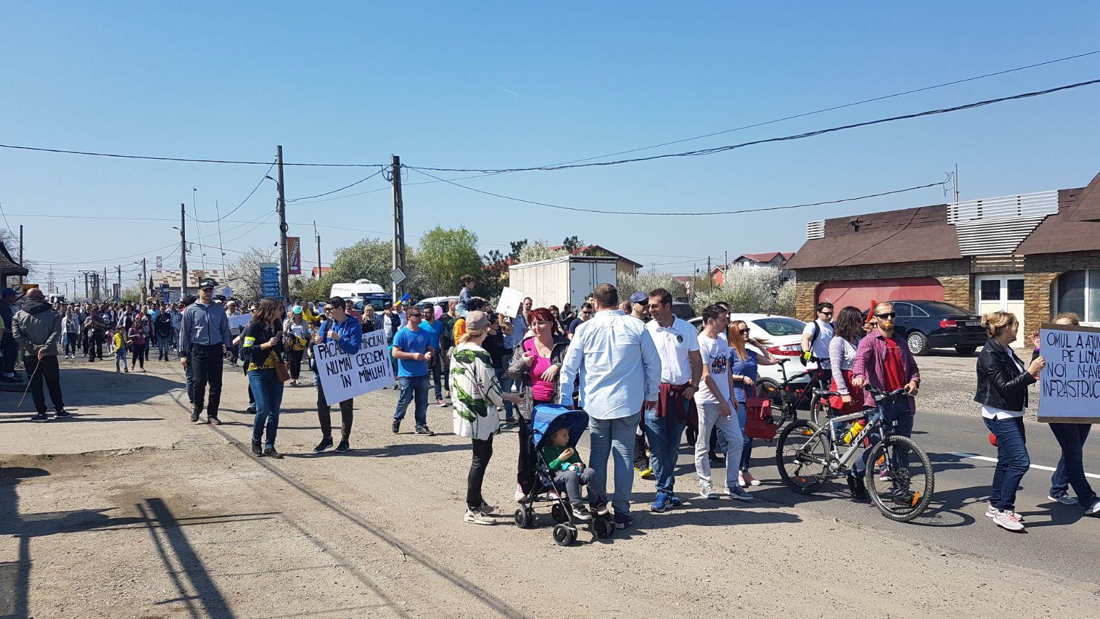 PROTEST faţă de infrastructura din zona Prelungirea Ghencea: Zeci de persoane au ieşit în stradă/ Primăria Capitalei: În 15 zile se semnează contractul pentru studiul de fezabilitate