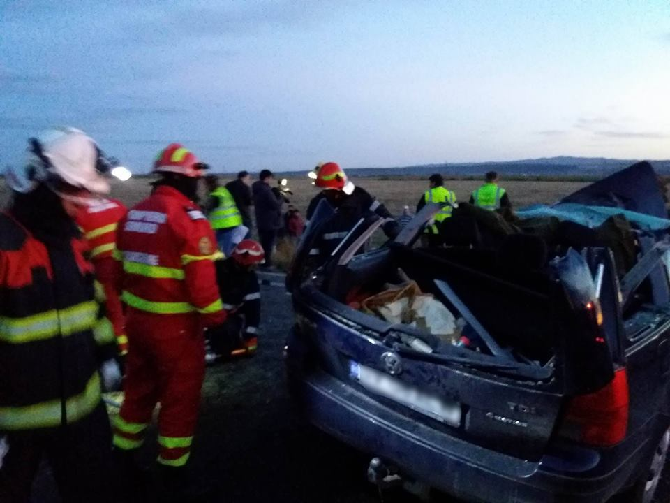 Alertă în Suceava: Cinci persoane decedate şi patru răniţi, în urma impactului dintre două maşini pe DN 2 E/ Unul dintre copiii răniţi a murit la spital | FOTO