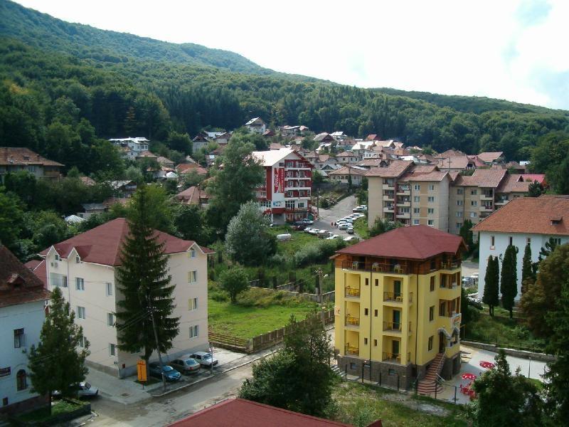 INCENDIU la un hotel din staţiunea Băile Olăneşti: 200 de persoane evacuate