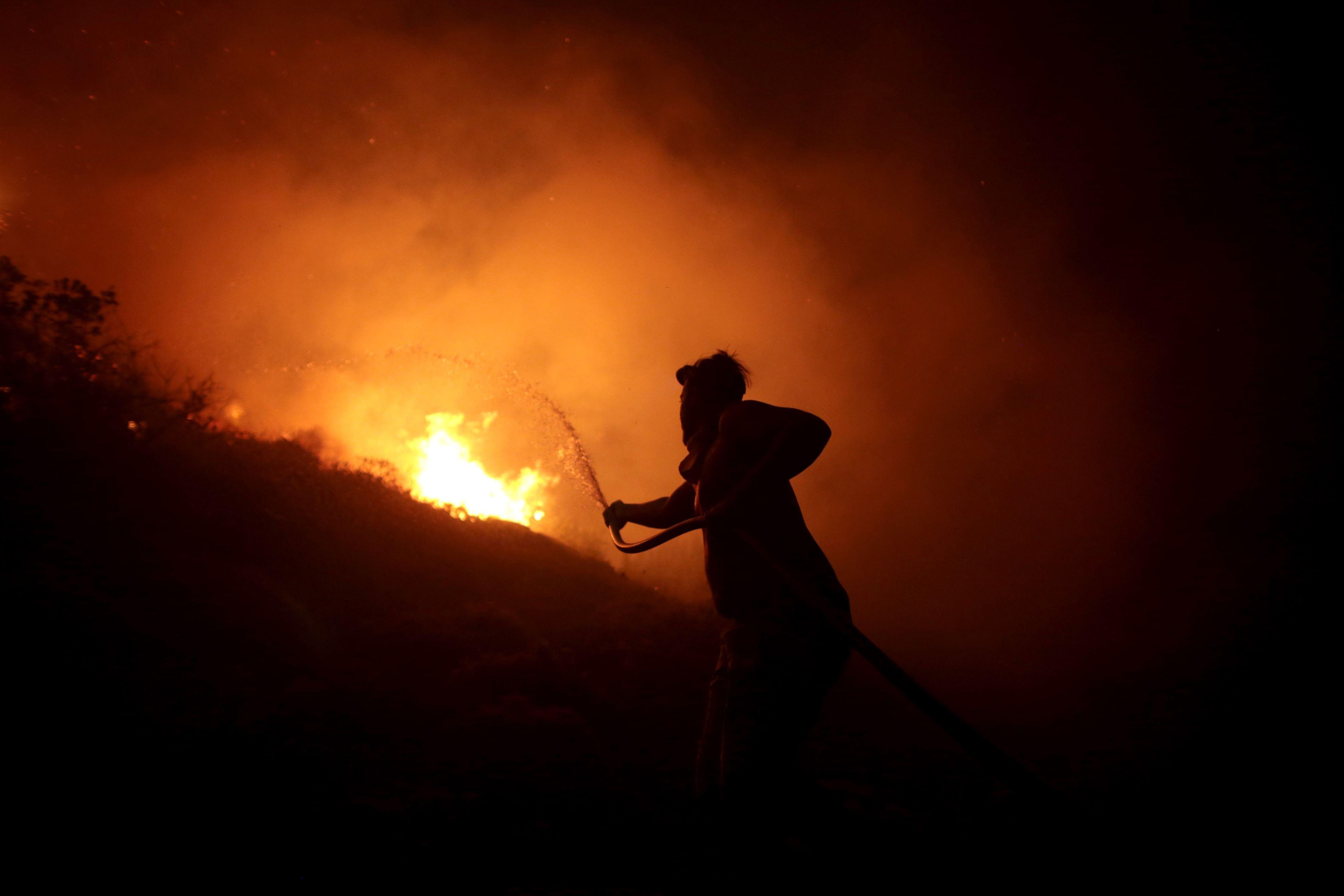 Cel puţin 39 de morţi şi 63 de răniţi, în urma incendiilor de vegetaţie din Portugalia şi nordul Spaniei / MAE emite atenţionare de călătorie pentru Spania / Temperaturi de până la 36 grade C, record pentru mijlocul lunii octombrie | FOTO