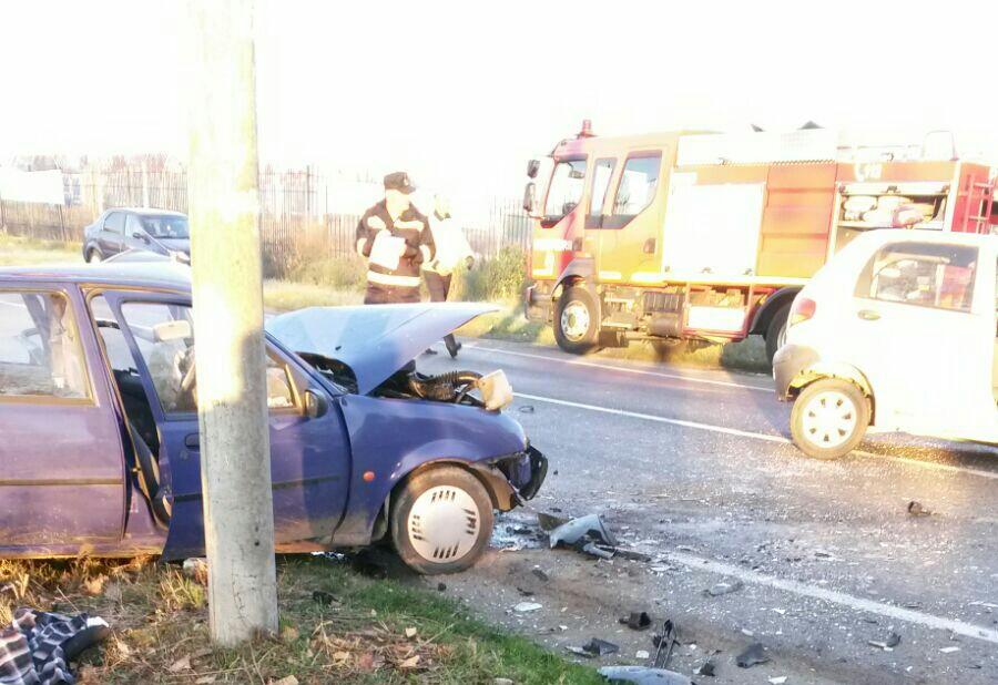 Şapte persoane au fost rănite, printre care şi un copil, în urma impactului dintre două maşini, în Piteşti/ Accident asemănător şi în Olt, unde circulaţia se desfăşoară pe un sens - FOTO