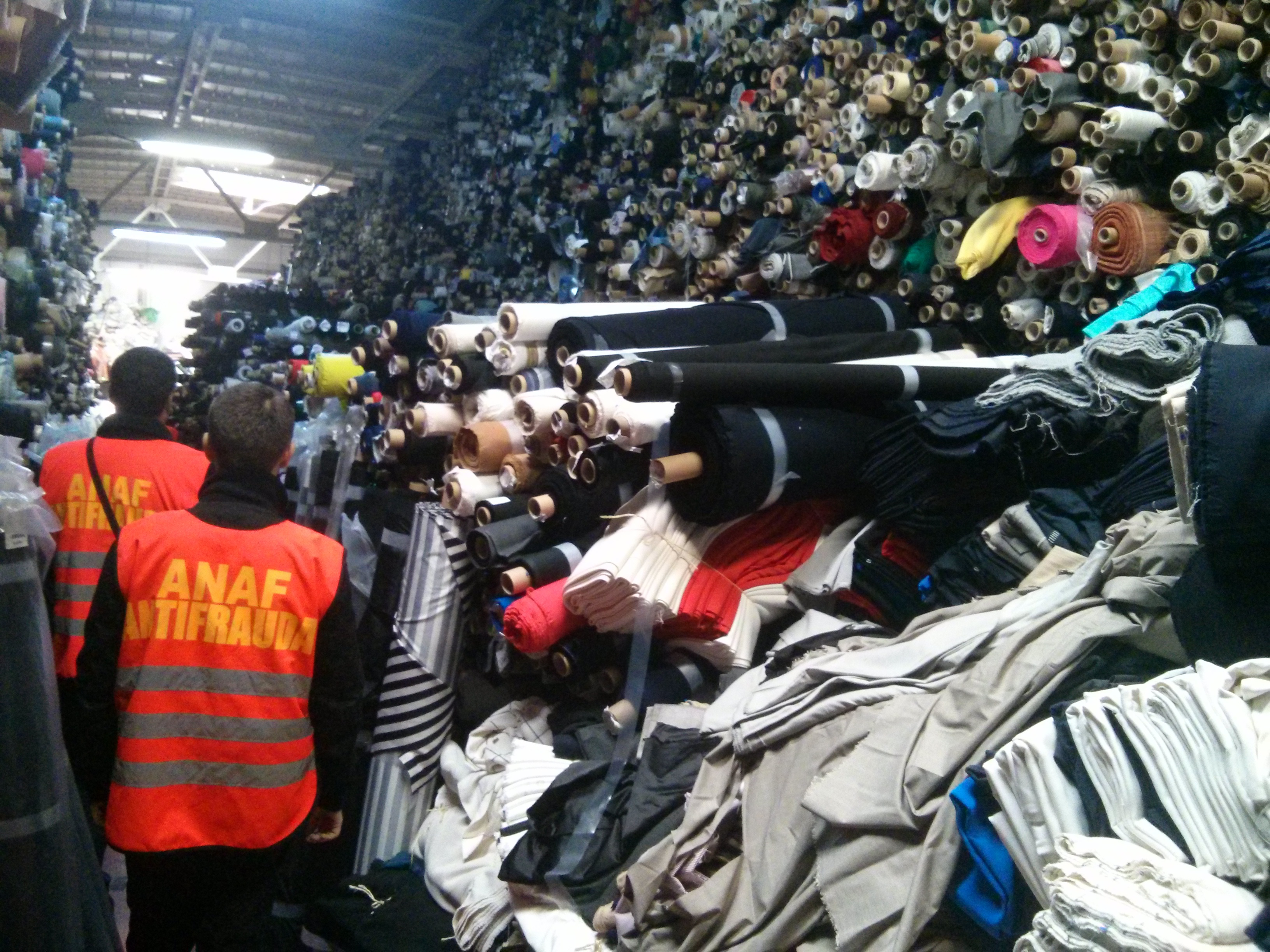 Inspectorii Antifraudă au dat amenzi şi confiscări de peste două milioane de lei în angrouri, în octombrie | FOTO
