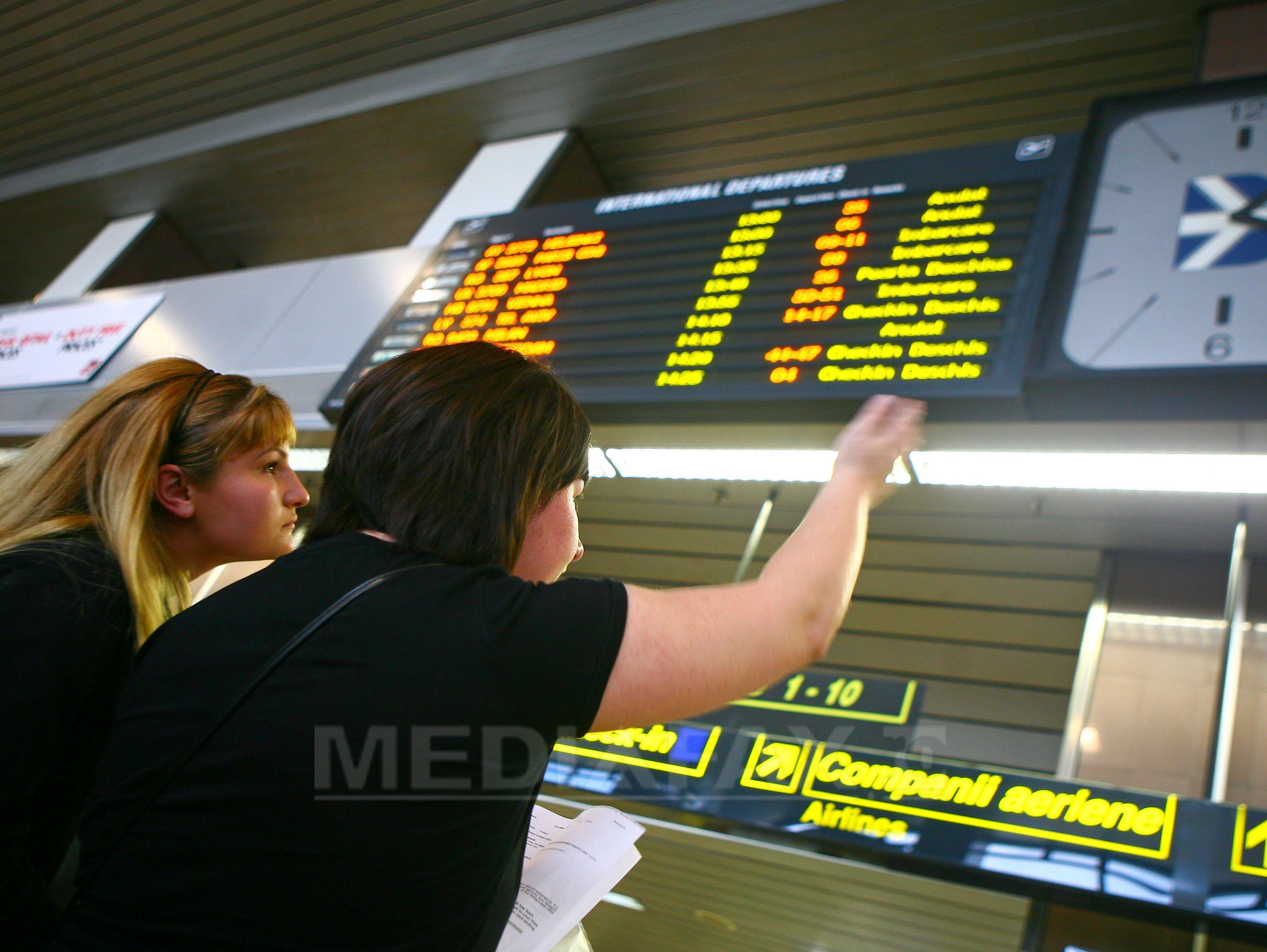 Cinci curse aeriene interne şi internaţionale din Cluj Napoca au întârzieri din cauza ceţii