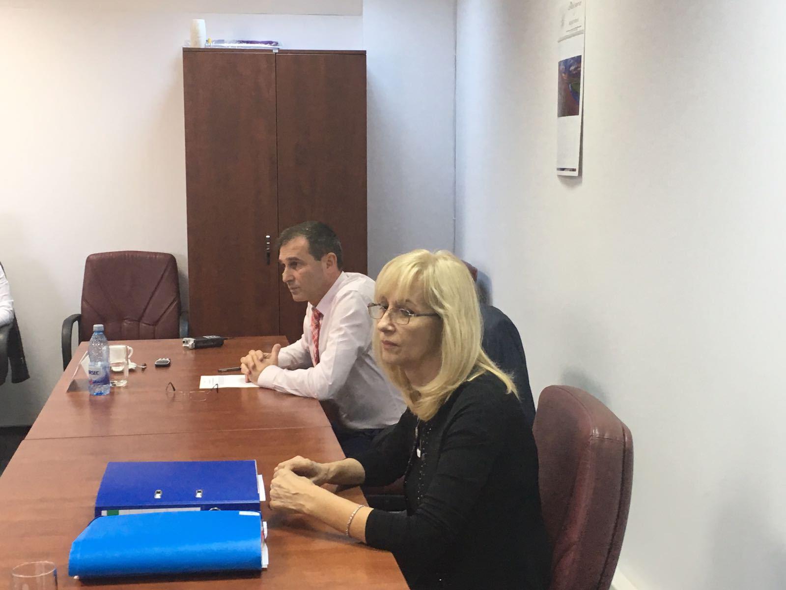 Inspecţia Judiciară face verificări după ce inspectoarea Rădescu a spus că a fost nevoită să circule cu maşina DNA, pentru că la IJ nu exista autovehicul disponibil deoarece `erau la coafor`