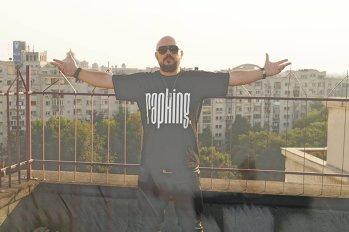 #MeToo. Călin Ionescu, zis şi Rimaru, de la trupa RACLA, contestă acuzaţiile de hărţuire sexuală: Am avut interacţiuni mai puţin respectuoase cu semenii mei, interacţiuni de care nu sunt mândru, regret şi le cer scuze