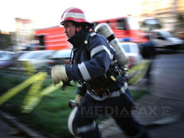 Slatina: 10 tone de furaje cuprinse de un incendiu, mirosul urât emanat de foc cuprinzând oraşul