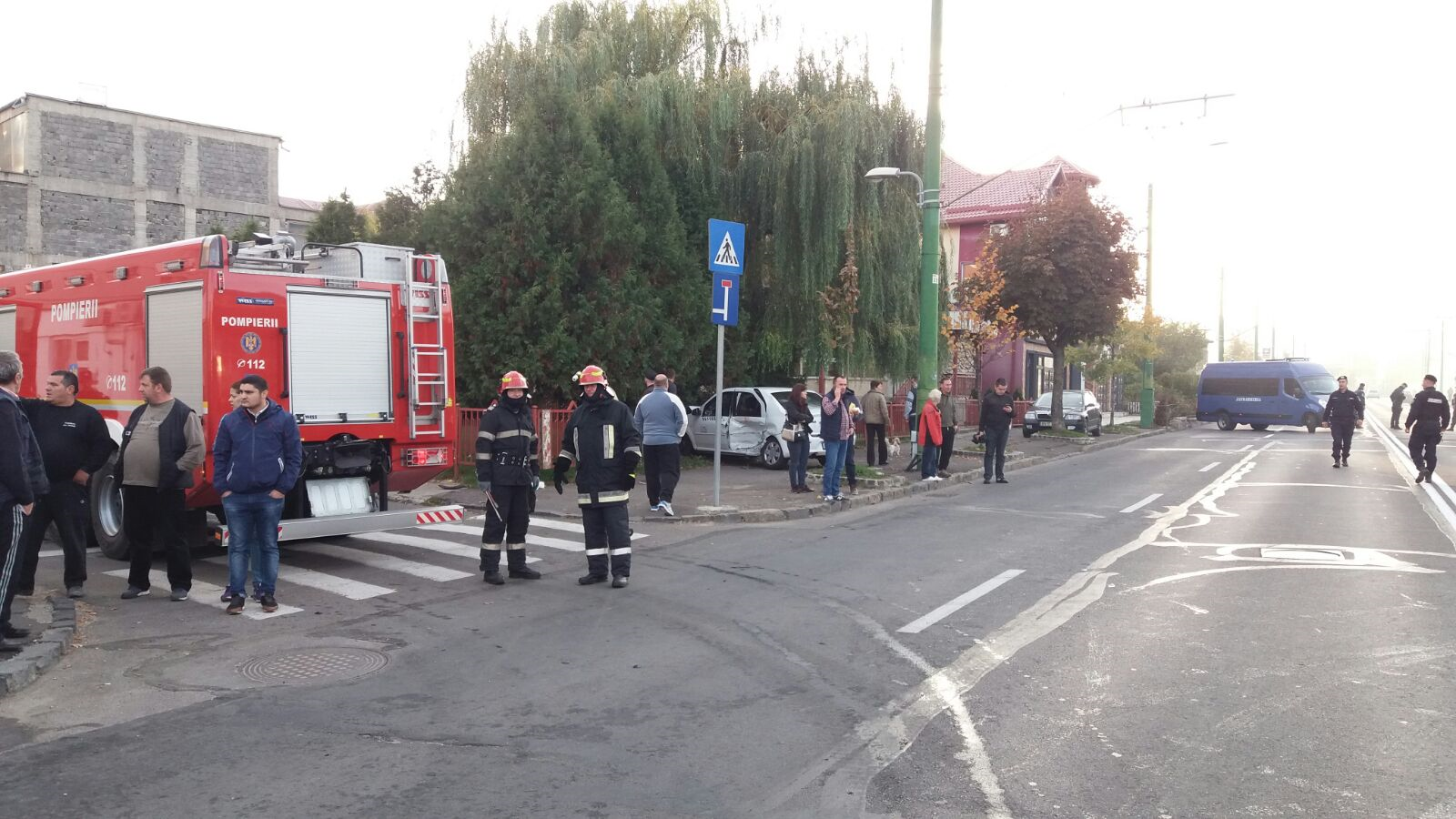 FOTO, VIDEO | Şase persoane au fost rănite într-un accident produs de un taximetrist