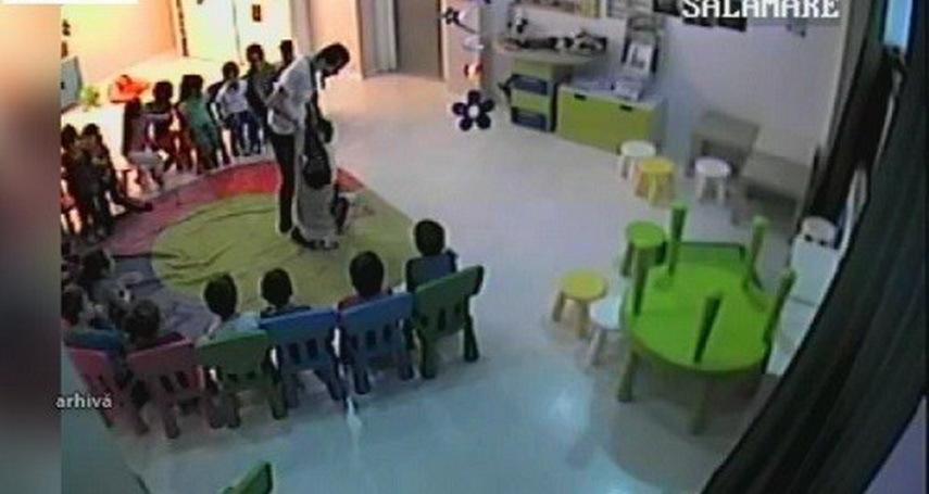 Pedepse blânde pentru educatoarele de la Grădiniţa `Micul Regat` care agresau copiii. Abuzurile, descoperite de un părinte care a montat un aparat de înregistrare într-o jucărie de pluş