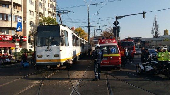 Imaginea articolului Coliziune între două tramvaie, în zona 13 septembrie din Bucureşti. Două persoane, rănite uşor | FOTO