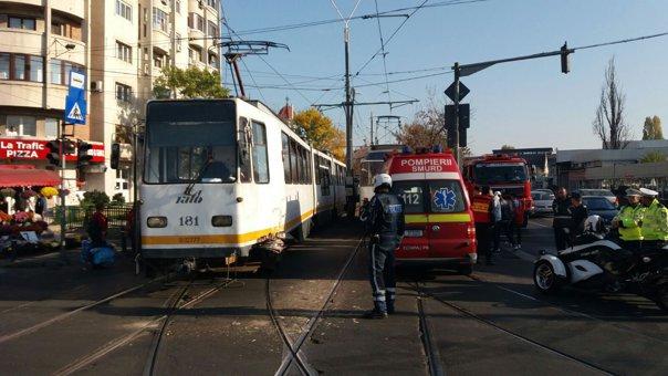 Imaginea articolului Coliziune între două tramvaie, în zona 13 septembrie din Bucureşti. Două persoane, rănite uşor   FOTO