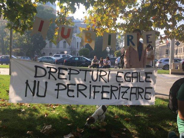 """Imaginea articolului Protest al comunităţii LGBT în Bucureşti. Oamenii cer legalizarea parteneriatelor civile / """"Atunci când esti descoperit, esti arătat cu degetul şi de multe ori marginalizat""""   GALERIE FOTO"""