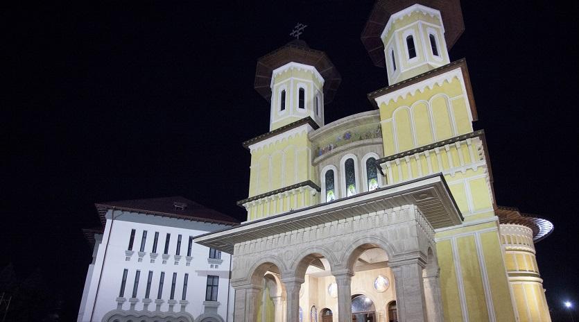 Catedrala Arhiepiscopală din Buzău a fost spartă, iar banii din cutia milei, furaţi. Slujba de duminică, anulată