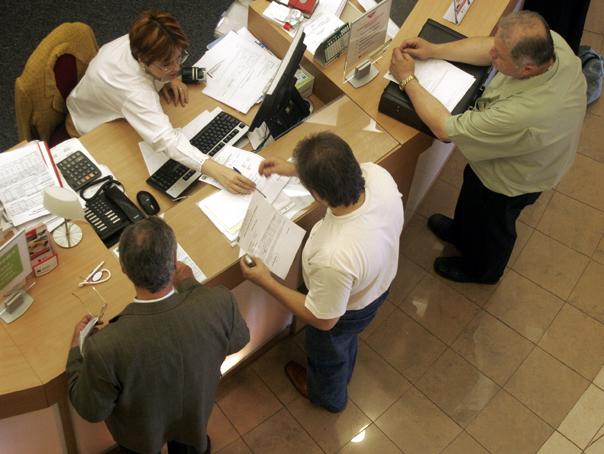 Percheziţii într-un dosar în care o angajată a Direcţiei Taxe Sector 5 ar fi şters amenzi din sistem