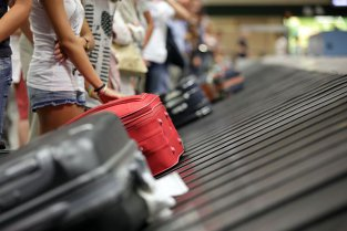 INCIDENT pe un aeroport din România: Pasagerii sunt blocaţi, iar avioanele..