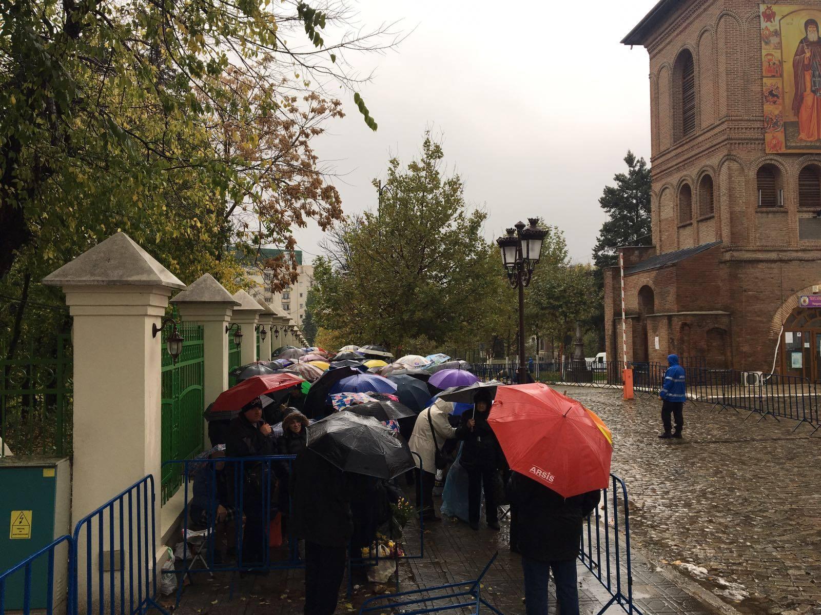 Pelerinajul de Sf. Dimitrie cel Nou, afectat de vremea din Bucureşti. Patriarhia AMÂNĂ pentru joi procesiunea `Calea Sfinţilor`