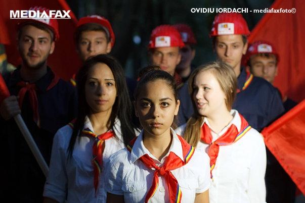 Imaginea articolului #CentenarulRosu | Mesajele comuniştilor transmise prin cântece. Cum se comandau odele pentru Ceauşescu