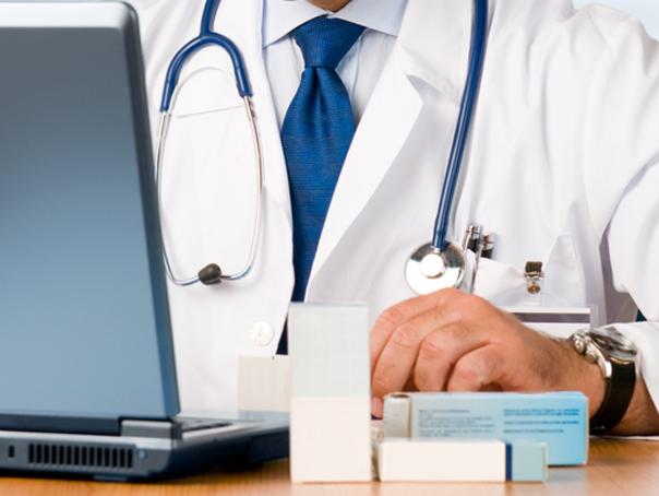 Medicii refugiaţi şi străinii care au terminat studii medicale în România cer drept de practică