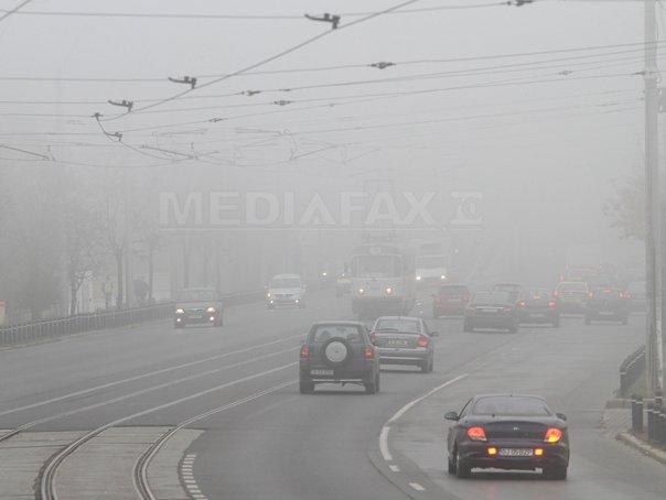 COD GALBEN de ceaţă în 14 judeţe şi în Bucureşti/ Traficul se desfăşoară în condiţiţii de ceaţă densă pe mai multe autostrăzi