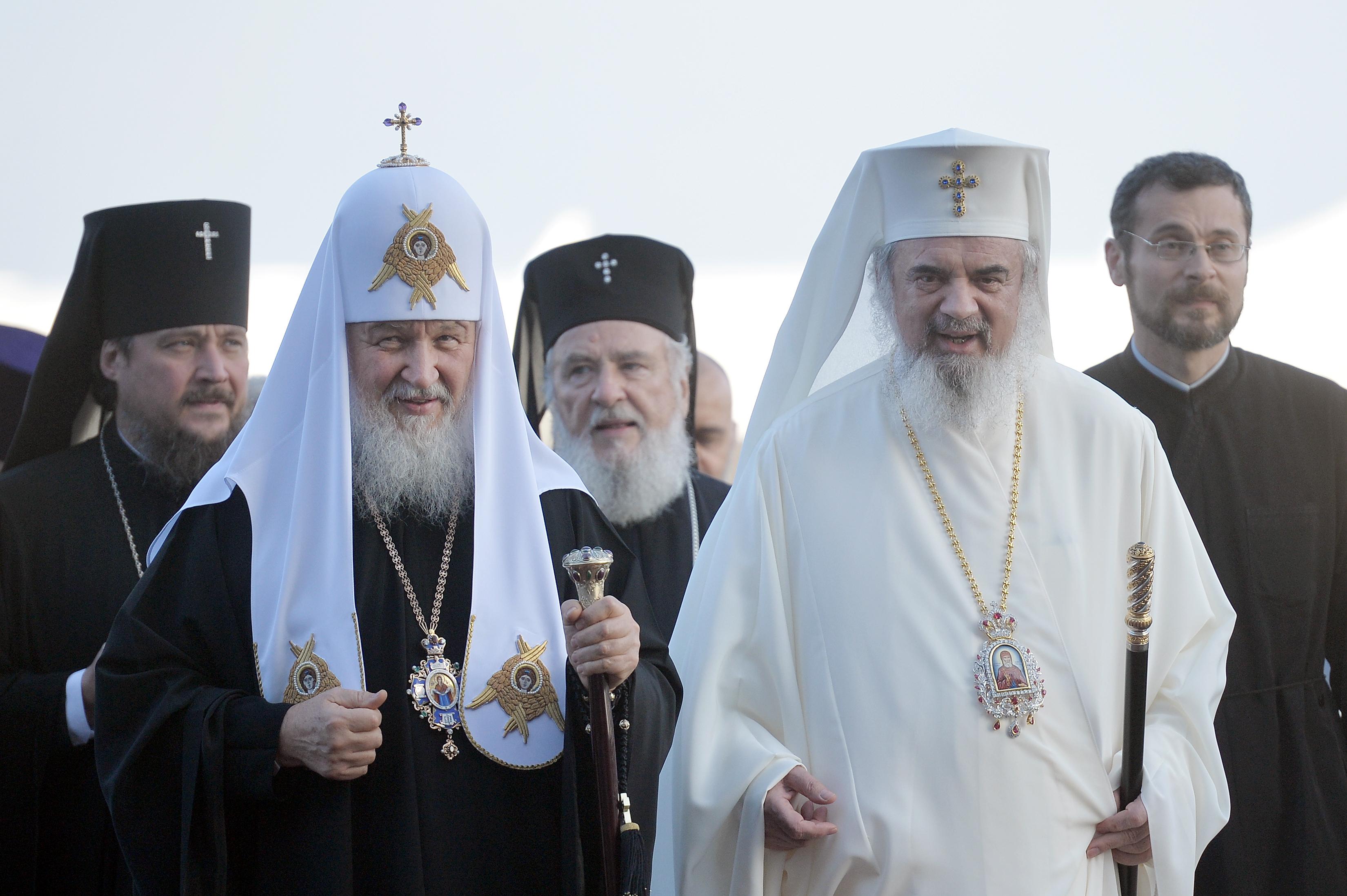 Sfântul Dimitrie cel Nou: Patriarhul Kiril al Rusiei şi Patriarhul Daniel ţin Liturghia de oficiată de sărbătoare