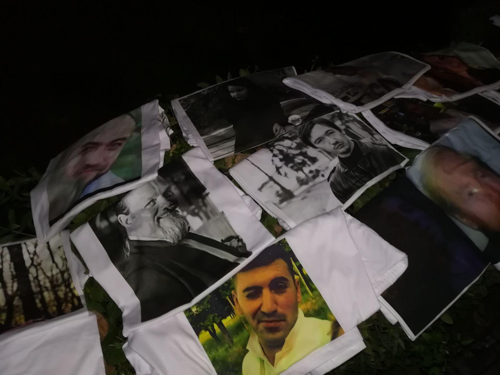 Sute de persoane participă la `Marşul Chitarelor`, pentru a comemora victimele `Colectiv`/ Participanţii au plecat în marş către fostul Club `Colectiv`. Supravieţuitori: N-am învăţat nimic - VIDEO