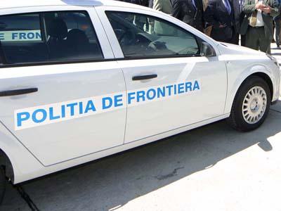 Unsprezece cetăţeni străini înghesuiţi într-o maşină, prinşi la frontieră