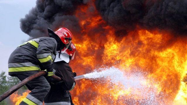 Locomotiva unui tren în care se aflau circa 100 de pasageri a luat foc
