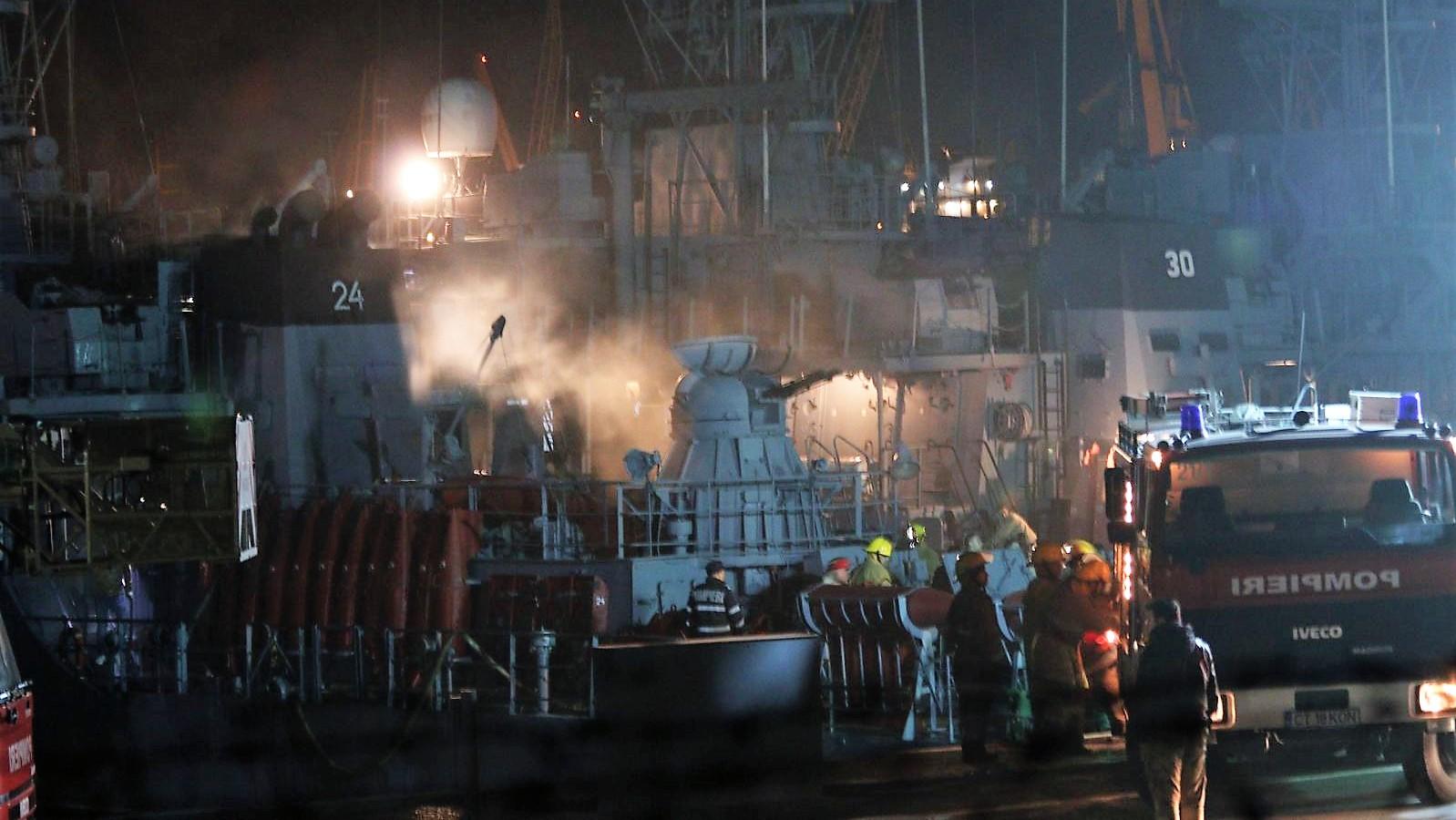 Flăcări la bordul unei nave militare din Portul Constanţa / MApN: O comisie va analiza cauzele producerii incendiului