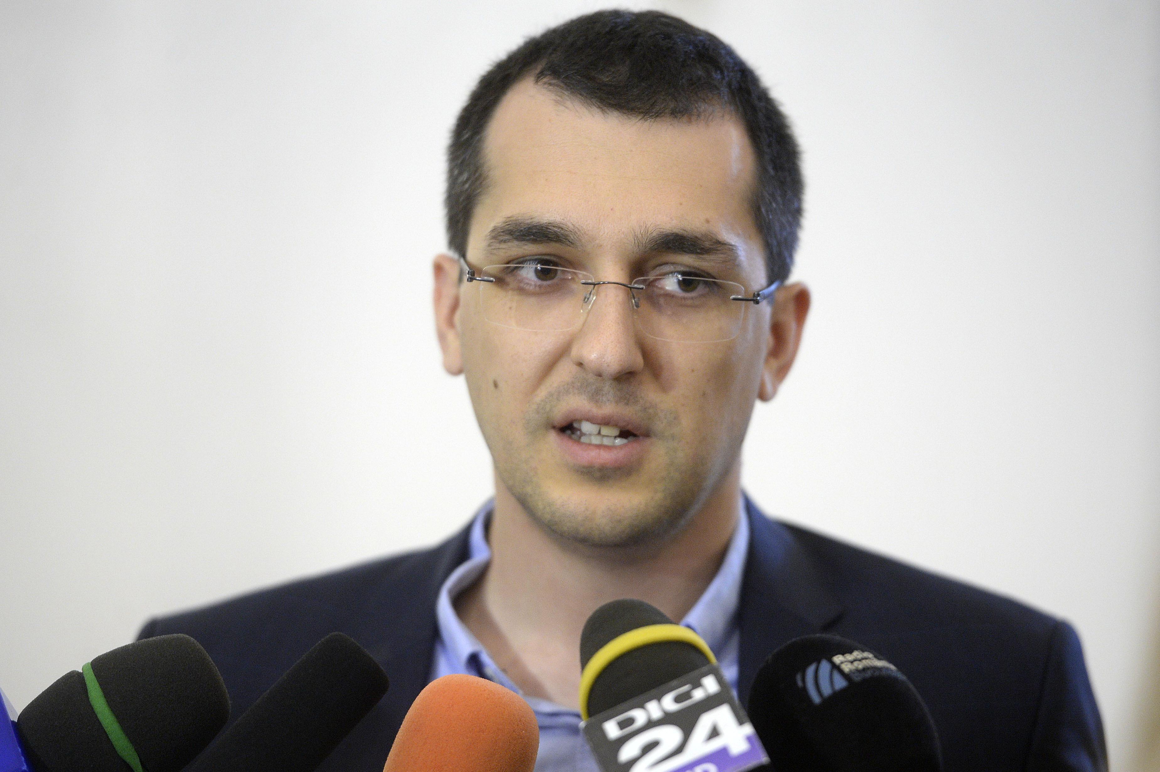 Vlad Voiculescu îl contrazice pe Dragnea, referitor la banii alocaţi tratamentelor pentru victimele de la Colectiv